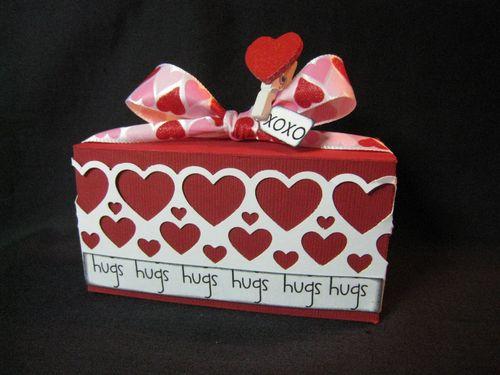 2011-01-05 Valentine treat box 004