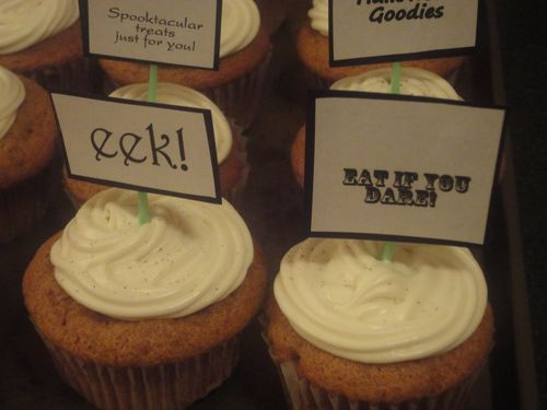 Cupcakes  Tmika Miller - Halloween goodies borders