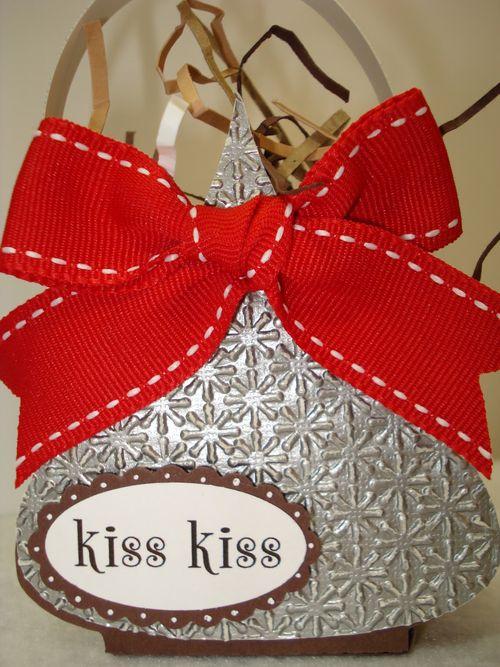 Kiss kiss  Wendy Kingston - Hershey Kiss treat box and Hershey kiss shaped card