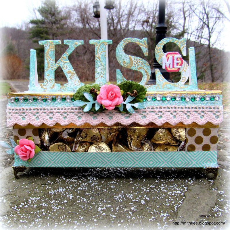 Herhesy kiss window box - mitra pratt