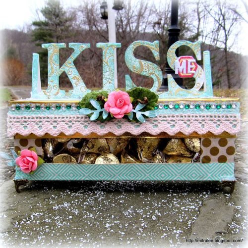 Herhesy kiss window box - mitra pratt